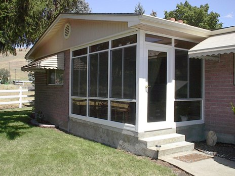 Sunroom walls installation pictures diy insulated for Modular sunroom